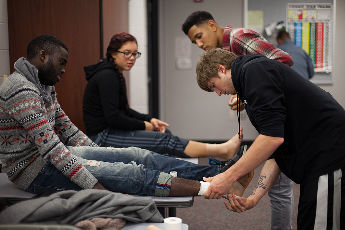 Athletic trainers learning to wrap feet